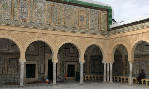 Amazing courtyard and tile decoration