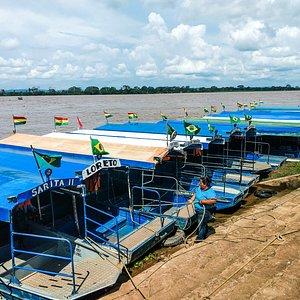 Barcos de travessia no lado boliviano