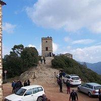 al lado de la ermita la torre de señales