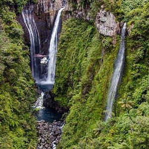 Cascade de TAKAMAKA - Île de la Réunion avec la compagnie HELILAGON