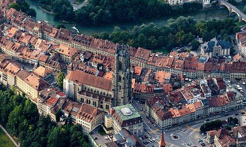 Fribourg, ville médiévale et sa cathédale.