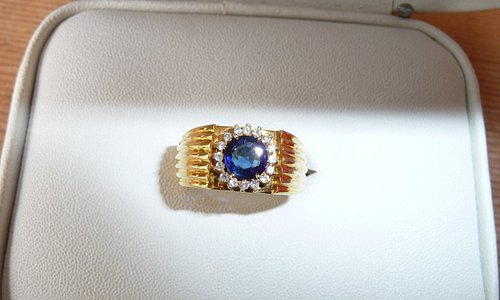 Sapphire & Diamond Ring with faults