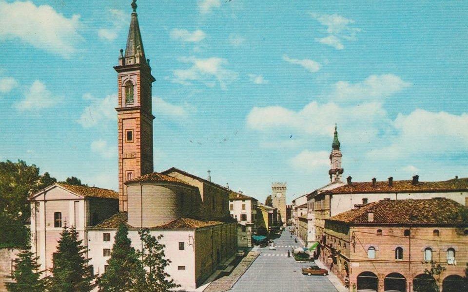 Le clocher de l'(Eglise St Adrien lll, Pape.