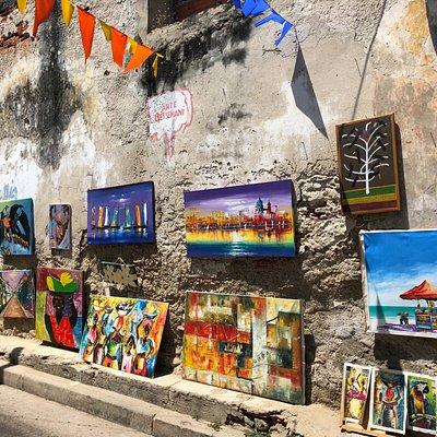 Arte Getsemani – Colombian Art Gallery – Wall across the street