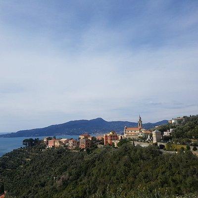 Veduta della frazione di San Pietro da est.