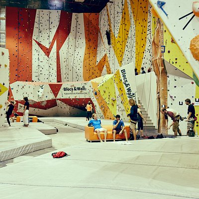 Bouldering and rope section