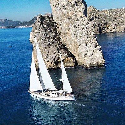 Navegación a vela. Islas Medas.