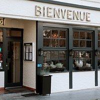 Een gezellige entree bij restaurant Bienvenue waar u meer dan welkom bent.