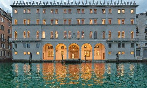 T Fondaco facade - Photograph by Delfino Sisto Legnani and Marco Cappelletti © Dfs Group