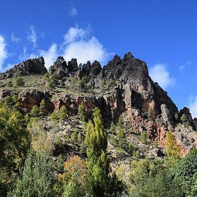 Majestuosa montaña de Aýna