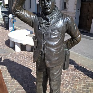 la statua di peppone