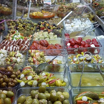 Olives and snacks at Beki
