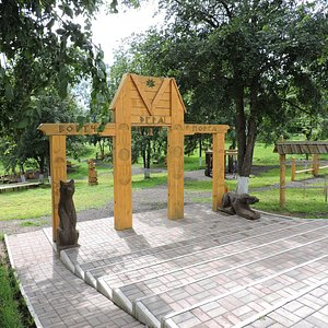 Вход в парк деревянных скульптур