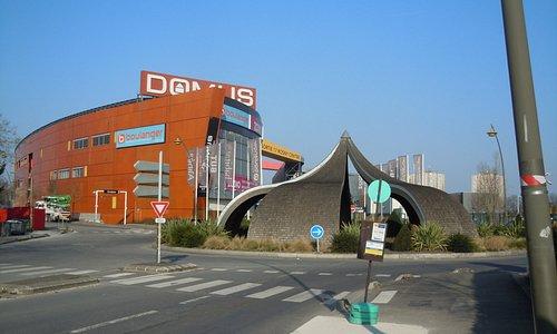 Rue de Lisbonne, accès au Centre Domus