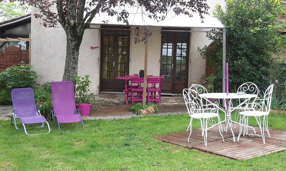 GITE MANOU 12260 VILLENEUVE D'AVEYRON  site: sosofaure.fr