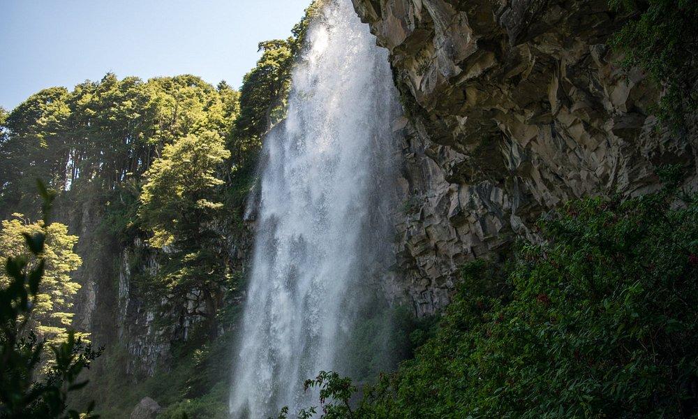 """Cascada """"El Saltillo"""", lado sur del Parque Nacional Lanín."""