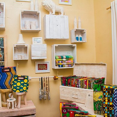 Handmade products like travel bags, interior decor, art, & jewelry from the best of Ugandan bran