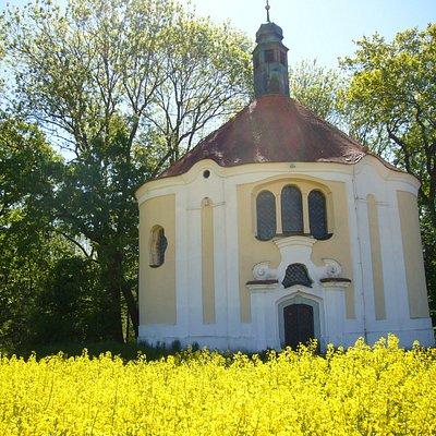 Die malerische Kapelle Herrgottsruh im Sommer.