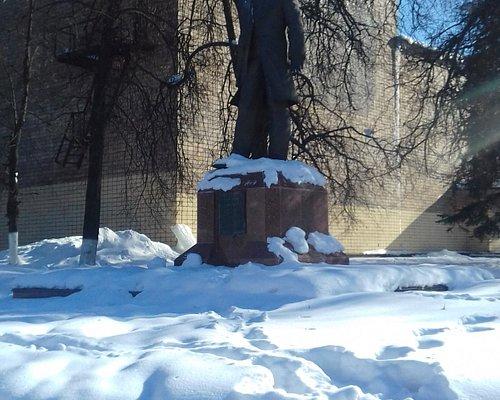 Памятник первому и лучшему директору раменской фабрики