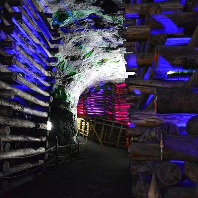 Socavones 80 metros bajo tierra, una historia detrás de cada elemento.