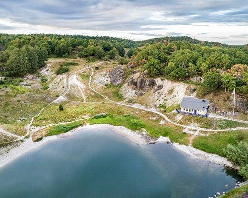 En överblick av Skalbanksmuseet och skalbankarna.