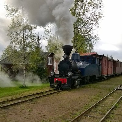 Höyryjuna lähdössä Minkiön asemalta.