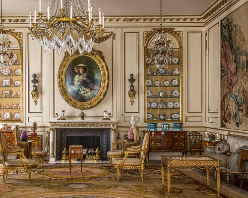Immerse yourself in the mansion that became a museum.