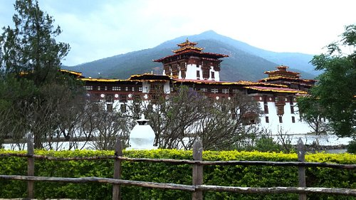 Punakha Dzong, 17th Century Fortressbuilt in between male and female river.