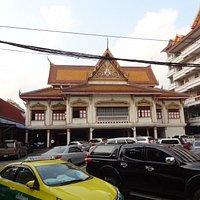 Wat Khanikaaphon Courtyard/School