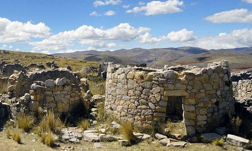 Construcciones circulares típicas de Tunanmarca