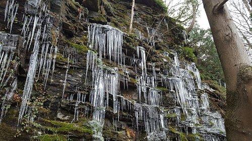 Une cascade naturelle gelée face au restaurant. N'est-ce pas beau ?
