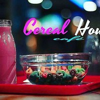 Cereales americanos con su leche de colores