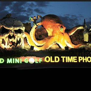 Shooters Old Time Photos and Mini Golf at 3414 Boardwalk, Wildwood, NJ. 609-602-4354