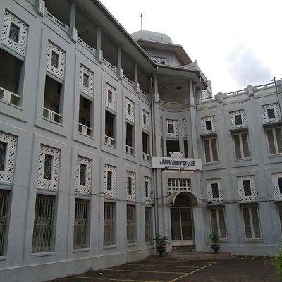 Gedung Jiswasraya Semarang