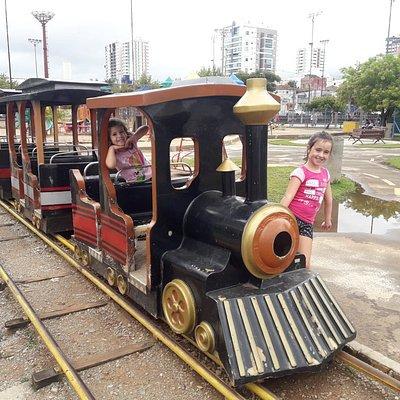 Diversão na mini locomotiva