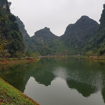 Tuyet Tinh Coc - lake