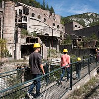 Visitants recorren la fàbrica