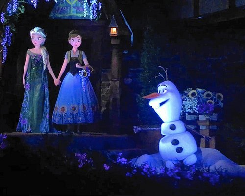 One of the better scenes from the Frozen ride