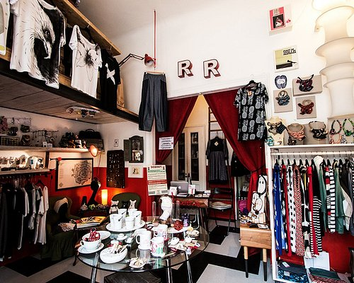 REDROOM - first inside view - picture by Luca Scarpa