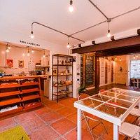 El Kiosko 9mil ladrillos ofrece delicias que parecen creadas por tu abuelita. ¡Ven y disfruta!