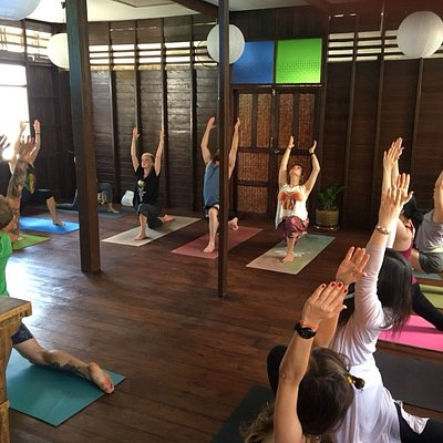 yoga class high lunge