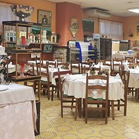 Ermita junto al restaurante