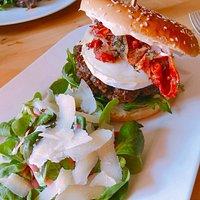 Gourmetburger - mit frisch durchgedrehtem Rinderhack und Ziegenkäse