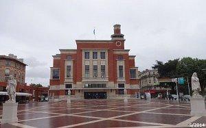 La place Emile-Cresp devant le Beffroi
