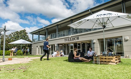 Alfresco tasting at Tulloch Cellar Door
