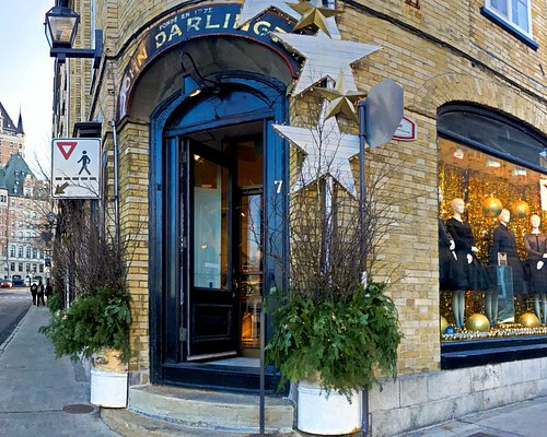 La Maison Darlington is the oldest store in America. Located 2 minutes from the Château Frontena