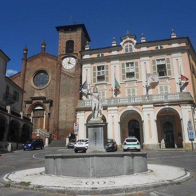 Moncalieri Municipio e Collegiata Santa Maria Della Scala