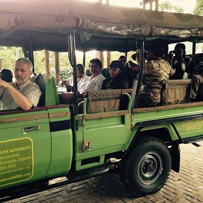 Preparations of a game drive in a safari van at Paraa Murchison falls. Best Uganda safari