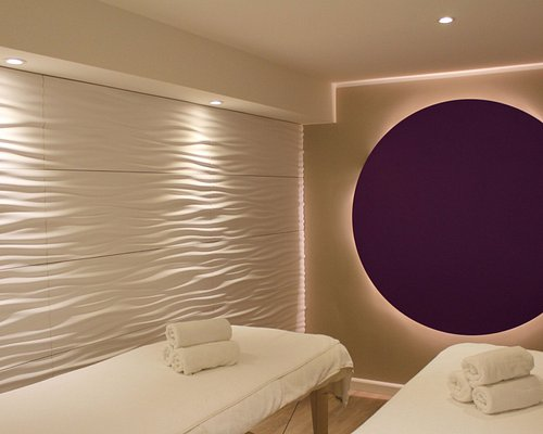 2 comfortable and quiet couples massage rooms