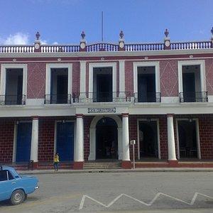Fachada del Museo Provincial de Holguín